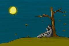 Пары влюбленности сидят совместно под деревом в сезоне падения на ноче Стоковое фото RF