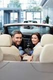 Пары в cabriolet Стоковое Изображение RF