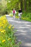 Пары горного велосипеда outdoors Стоковые Изображения RF