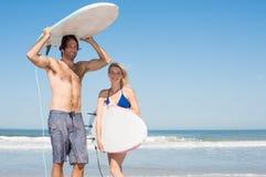 Пары готовые для серфинга Стоковое Изображение