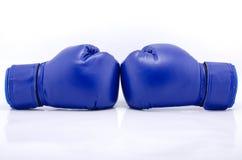 Пары голубых защитных перчаток бокса Стоковая Фотография