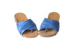 Пары голубых тапочек женщин Стоковое Изображение RF