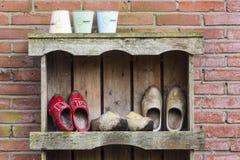 3 пары деревянных ботинок в Giethoorn Стоковая Фотография RF