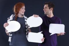 Пары держа пузыри речи Стоковое Изображение RF