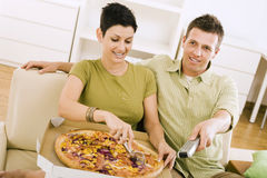 пары есть пиццу Стоковое Фото