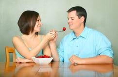 пары есть таблицу кухни плодоовощей романтичную Стоковые Изображения