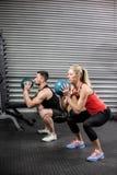 Пары делая тренировку шарика Стоковое Фото