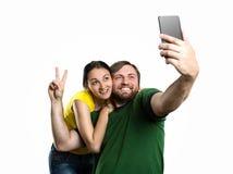 Пары делая selfie в парке Стоковое фото RF