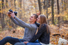 Пары делая selfie Стоковые Фотографии RF