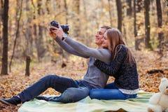 Пары делая selfie Стоковое Изображение RF