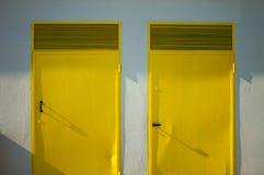 Пары желтых дверей стоковые фотографии rf