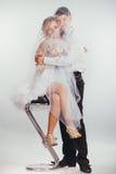 Пары жениха и невеста покрытые с вуалью стоковое изображение