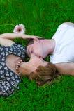 пары засевают любить травой Стоковые Изображения