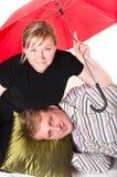 пары зреют красный зонтик вниз Стоковые Изображения