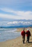 пары зреют stroll Стоковое Фото