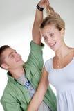 пары играя выходки молодые стоковое фото rf