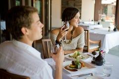Пары имея обед Стоковое Изображение