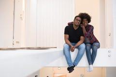 Пары имея пролом во время двигать к новому дому Стоковые Фотографии RF