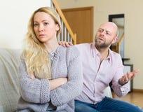Пары имея ссору на дому Стоковое Фото