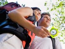 пары компаса backpacks стоковое изображение rf