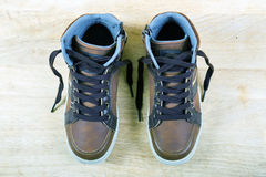 Пары коричневых тапок с шнурками Стоковые Фотографии RF
