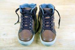 Пары коричневых тапок с шнурками Стоковое Изображение