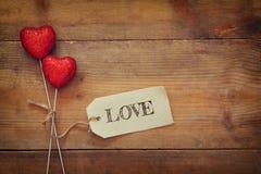 Пары красных сердец и бирки яркого блеска Стоковое Изображение RF