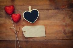 Пары красных сердец яркого блеска и пустой бирки Стоковое Изображение