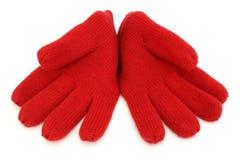 Пары красных шерстяных перчаток стоковая фотография