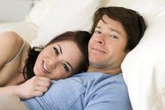 пары кровати Стоковые Изображения