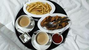 Пары кровати frenchfries чая завтрака доброго утра стоковые изображения