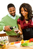Пары: Лить бокал вина Стоковое Изображение