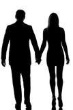 Пары любовников укомплектовывают личным составом руку женщины гуляя - внутри - рука Стоковое Изображение