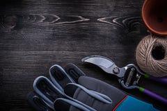 Пары мотка бака торфа секаторов защитных перчаток Стоковое Изображение RF