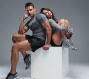 Пары мышечного парня и тонкой девушки Стоковые Фото