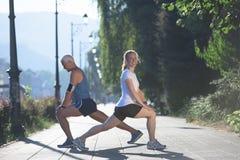 Пары нагревая и протягивая перед jogging Стоковое Изображение RF