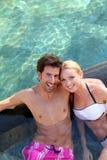 пары наслаждаясь медовым месяцем Стоковое Изображение RF