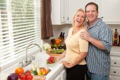 пары наслаждаясь eveing счастливый стоковое фото rf