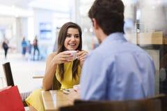 Пары на кафе Стоковые Изображения