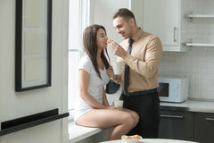 Пары на кухне Стоковое Фото