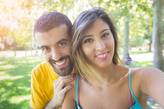 Пары на парке Стоковые Изображения RF