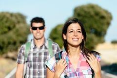 Пары на пешем перемещении в Испании Стоковое Изображение