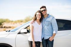 Пары на поездке готовя автомобиль Стоковая Фотография RF