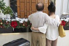 Пары на приеме гостиницы стоковые фотографии rf