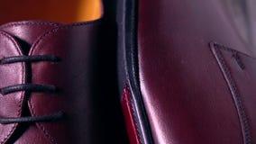 Пары новой классической темноты - ботинки красных людей Стоковые Фотографии RF