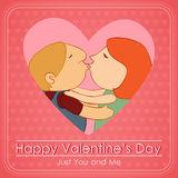 Пары дня валентинки целуя в розовом сердце Стоковое Изображение