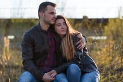 пары обнимая влюбленность Стоковое фото RF