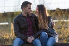 пары обнимая влюбленность Стоковое Фото