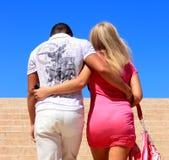 пары обнимая любить Стоковые Изображения