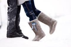 пары обнимая ноги стоковое фото rf